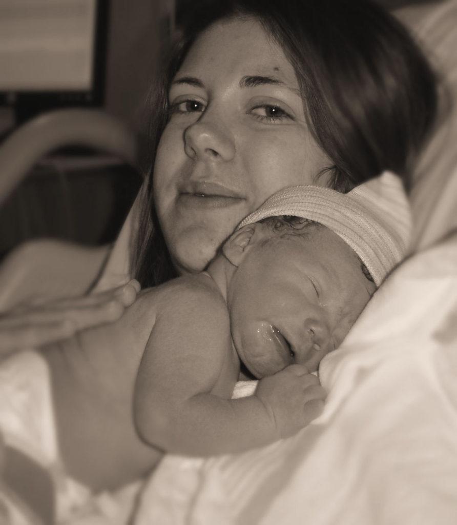 Miminko po porodu u své matky